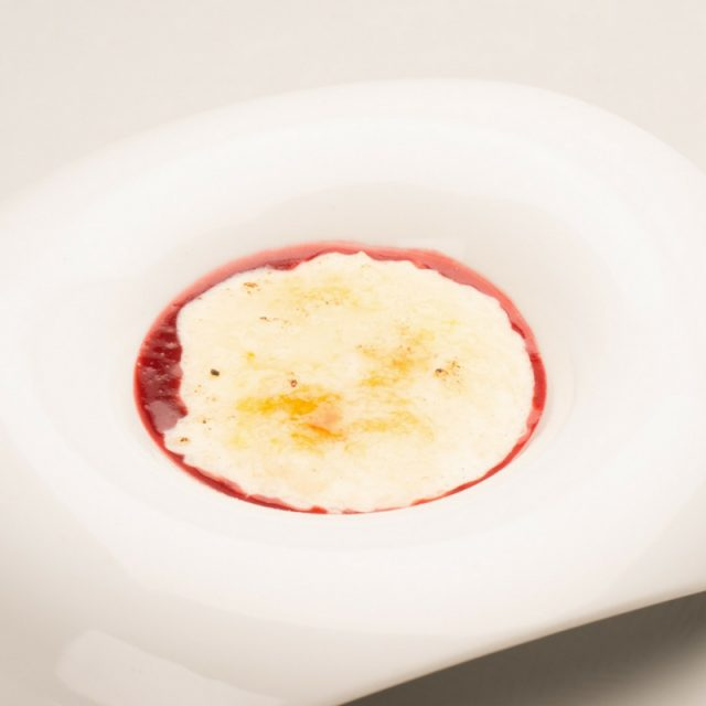 """Rice & milk pudding, caramelized """"live"""" with a vanilla surprise"""
