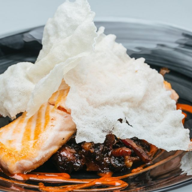 Josper salmón on a mushroom goulash with pepper sauce covered with a crunchy sheet