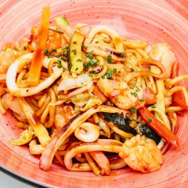 Yakisoba noodles with squid, shrimp and veggies